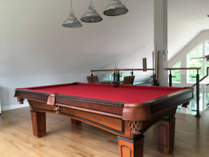 TABLE DE BILLARD   8 pieds Excellente Condition