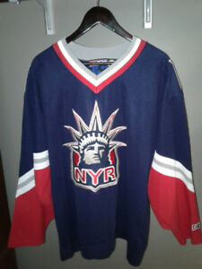 90`s NHL CCM New York Rangers Lady Liberty logo on the front XL