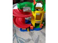 Little people Fisher price garage