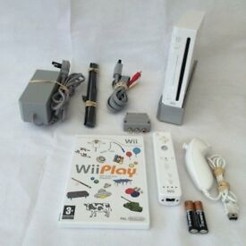 Nintendo Wii White Complete with Controller and leads plus Game
