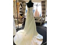 Beautiful strapless wedding dress beaded detail and strapup back size 12 Not worn