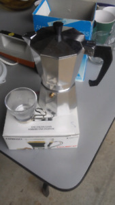 6 cup Andorra Express Coffeemaker and Cups