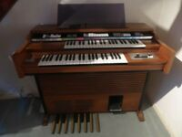 Viscount C110 Grande Classe Electronic Organ