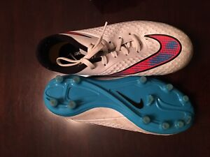 Nike soccer shoes size 2 youth