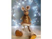 Straw & fabric shelf sitting mouse