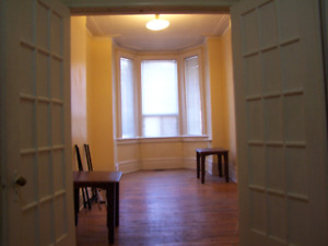 Apartment in downtown T.O(Bathurst and College)