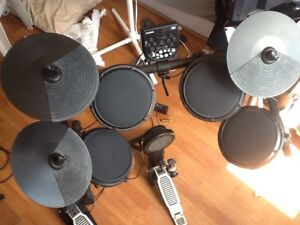 600$ nego Drum électronique Alesis DM6 Module