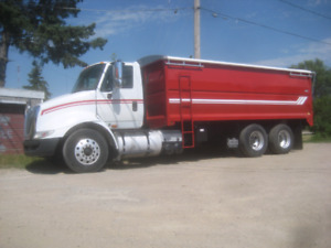 2009 IHC 8600 grain truck