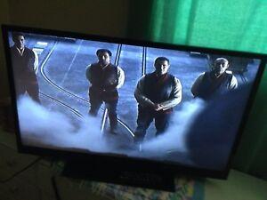 "Insignia flatscreen HDTV 37"" LCD"