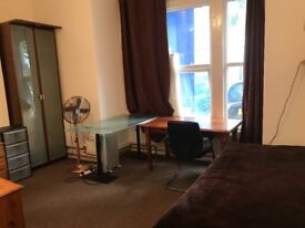 Double room own shower and toilet in west Ealing