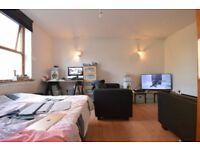 LARGE 4/5 BED HOUSE IN LIMEHOUSE EXCELLENT TRANSPORT LINKS AVAILABLE IN SEPTEMBER