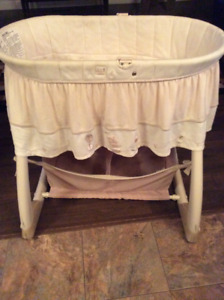 Beautiful Nature bassinet