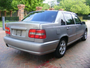 Family-Friendly 1999 Volvo S70 Sedan