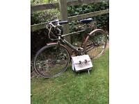 Superb Vintage Raleigh Bicycle In Excellent Condition & Vintage Saddle Bag.