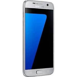 **Mint Condition** Unlocked 32GB Samsung Galaxy s7 with 2 cases
