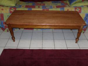belle table  en bois franc en érable 80$  à Arvida  581 490 1146