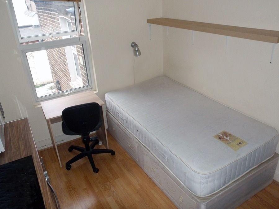 Modern Studio Bedsit 5 min from Dollis Hill Tube, Willesden 130 pw All Bills inclusive