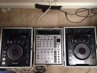 Full DJ Setup - Pioneer CDJ 1000 MK2, Mint Cond. DJM 700, Flight Cases, Cables