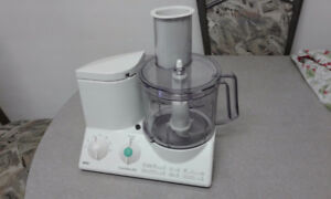 BRAUM 14 SPEAD AND 14 CUP FOOD PROCESSOR
