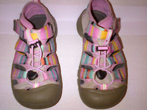 KEENS Kids SEACAMP CNX Shoes Size US 1  in MINT Condition!