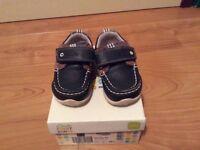 Excellent condition Clarks boys Infant Deck shoes size 4.5G