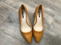 Zara Mustard shoes size 6!!