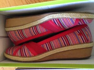 Super comfy walking shoe size 6