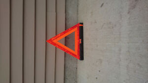 Collapsible safety reflecting triangle