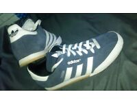 Adidas sambas size 7