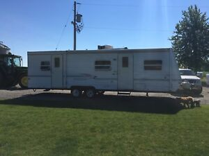 30' Dutchmen Travel Trailer