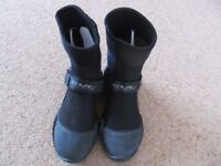 New Gul size 4 strapped steamer wetsuit boots
