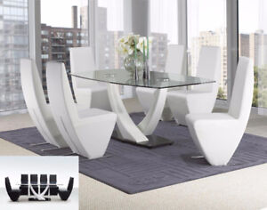 BEAUTIFUL GLASS DINING TABLE WITH BONDED LEATHER CHAIRS