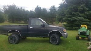 2000 toyota tacoma , complete parts truck.