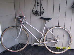 VINTAGE LADIES CCM 12 SPEED