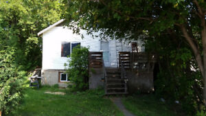 2 bedroom possibly 3 located on gore st westfort