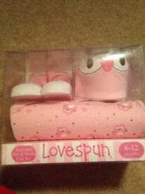 Baby girl gift set £5