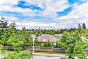 Gorgeous Large 3 Bedroom Townhouse in a great area!