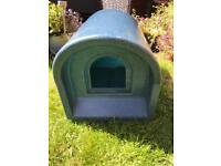 Outdoor Cat House/Kennel in blue plastic