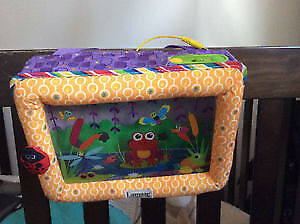 Aquarium pour lit de bébé