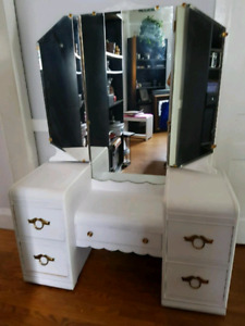 ANTIQUE MAKE-UP VANITY!!!! GREAT PRICE!!