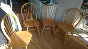 Chaises & Table / Table & chairs