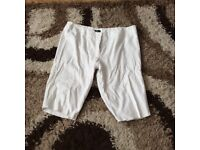 Size 20 white shorts/3/4 length trousers