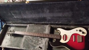 2 Basses Danelectro and Squier P bass