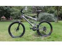 GT All terra XCR-five.HARDLY USED. STUNNING FULL SUSPENSION.27 SPEEDS.