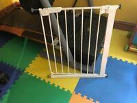 Baby dan white narrow pressure gate