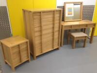Willis & Gambier solid oak bedroom suite inc Chest of Drawers Bedside Cabinet & dressing table