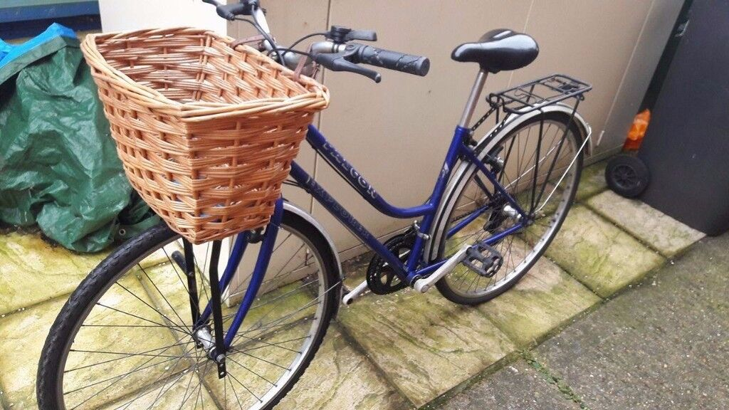 DUTCHT-STYLE LADIES BIKE WITH LARGE BASKET IN PERFECT CONDITION