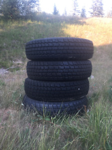 4 winter tires in great condition (size 215/75R)