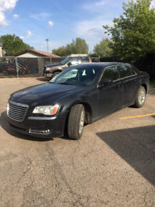 2014 Chrysler 300-Series Sedan (New winter+summer tires)