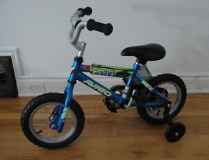 Avigo Lazer with Training Wheels - for 4 to 5 year olds - NEW